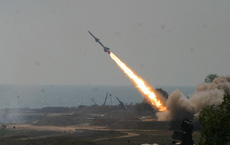 """Hơn 10 quả tên lửa dồn dập đánh phá căn cứ có lính Mỹ đồn trú ở Iraq: """"Đòn thù"""" từ Iran?"""