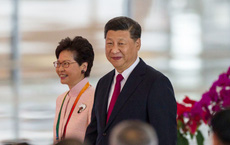 """Lần đầu tiên đá bay """"niềm tự hào"""" của Hồng Kông: Bắc Kinh khẳng định """"quyền tối cao"""""""
