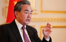 """Bàn chuyện """"ngoại giao vaccine"""": Ông Vương Nghị nêu bật đặc quyền của dòng máu Trung Hoa"""