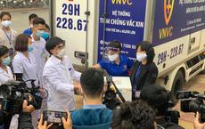 Những bác sĩ đầu tiên tại Bệnh viện Bệnh nhiệt đới Trung ương được tiêm vắc xin Covid-19