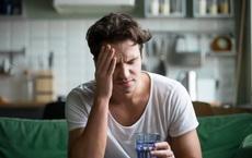 Say rượu khiến quý ông chao đảo: 5 cách làm dịu cơn say