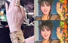 """""""Tôi là nghệ sĩ đầu tiên đeo 10 chiếc nhẫn trên 10 ngón tay, tất cả bằng vàng, có cái gắn kim cương"""""""