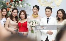 """Đám cưới Phan Mạnh Quỳnh tại Nghệ An: Cô dâu đeo vàng siêu nhiều và tình tứ bên chú rể gây sốt, tiệc cưới khủng """"náo loạn"""" cả làng quê!"""