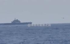 """Trung Quốc """"nổi bão"""" vì cảnh J-15 đáp xuống mẫu hạm Liêu Ninh trước mắt chiến hạm Mỹ ở biển Đông"""
