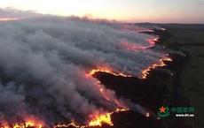 """Thảo nguyên bùng cháy ngùn ngụt ở Mông Cổ hóa """"rồng lửa"""" tấn công Trung Quốc"""