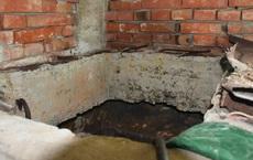 Nín thở uống nước có mùi lạ cả tháng trời, người dân sốc nặng khi tìm thấy xác chết bà lão hàng xóm trong bể chứa