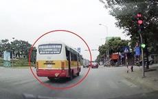 Phạt 4 triệu đồng tài xế xe buýt vượt đèn đỏ