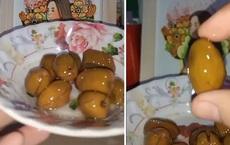 """Cô gái khoe ăn nho Dubai, loại mà cả Việt Nam chỉ có 1 tỉnh trồng được nhưng dân mạng nhìn qua là biết liền """"chiêu trò"""""""