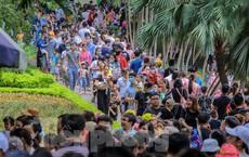 Chen chân ở vườn thú Hà Nội ngày nghỉ lễ Giỗ Tổ