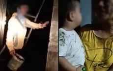 Phẫn nộ clip mẹ và con trai 2 tuổi ở Phú Yên bị đổ chất thải lên người: 'Thằng nhỏ có chút xíu mà chị đem phân đổ lên đầu nó vậy?'