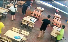 CSGT TP HCM nổ 4 phát súng chỉ thiên ngăn chặn nhóm thanh niên hỗn chiến, bắt giữ 2 người