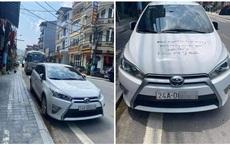"""Dòng chữ đen trên nắp capo và cửa xe khiến tài xế """"giận tím người"""": Dân mạng chia thành 2 phe sau khi nhìn bức ảnh này"""
