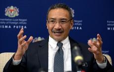 """Gọi ông Vương Nghị là """"đại ca"""", Ngoại trưởng Malaysia hứng bão ở quê nhà"""