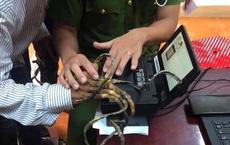 Người đàn ông lấy vân tay 25 phút chưa được để làm CCCD gắn chip lý giải việc không cắt móng tay