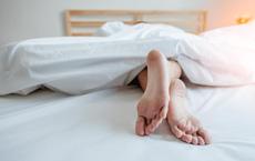 Đang ngủ thì tỉnh dậy vì có tiếng động, hôm sau người đàn ông tá hỏa phát hiện phụ nữ khỏa thân trong nhà