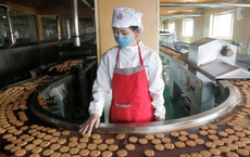 24h qua ảnh: Bên trong nhà máy sản xuất bánh quy ở Triều Tiên