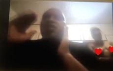 Clip: Quan chức Nam Phi họp online, vợ khỏa thân đi lại phía sau làm cả ủy ban náo loạn