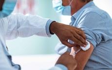 Từ vụ 1 người tử vong sau khi tiêm vắc xin Covid-19: Bác sĩ nêu 3 quy tắc tránh phản vệ ai cũng cần biết
