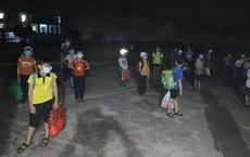 Nam Định phát hiện nam sinh lớp 6 dương tính SARS-CoV-2, 32 bạn cùng lớp được đưa đi cách ly lúc nửa đêm