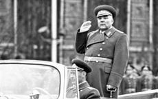 Những Bạch quân trở thành Nguyên soái của Hồng quân