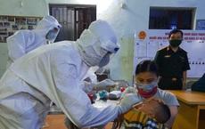 Bên trong tâm dịch Bắc Ninh: Nhân viên lấy mẫu xét nghiệm không dám uống nước vì không thể đi vệ sinh