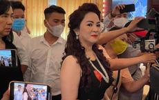 """Bà Phương Hằng tiết lộ có nghệ sĩ gọi điện ủng hộ nhưng """"từ chối vì đủ sức chơi một mình"""""""