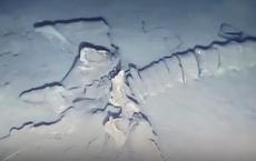 Phát hiện bộ hài cốt bí ẩn dài tới 30m dưới đáy biển, không giống bất kỳ sinh vật nào trên Trái Đất