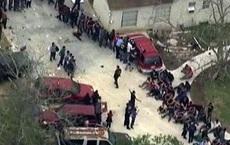Tìm 3 mẹ con mất tích, cảnh sát kinh hoàng phát hiện hơn 100 người chỉ mặc đồ lót ở cùng họ trong ngôi nhà tồi tàn