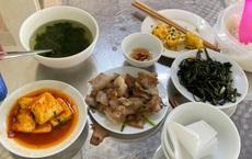 Ông Đoàn Ngọc Hải chia sẻ hình mâm cơm của 2 bạn trẻ bàn bên, những đĩa thức ăn gây tranh cãi gay gắt