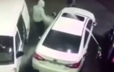 Chưa kịp cướp xe, băng cướp nhanh chân bỏ chạy trước 'vũ khí' của nạn nhân