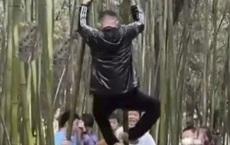Những hành động đáng xấu hổ của du khách TQ dịp lễ 1/5: Hết leo trèo như khỉ lại đến viết, vẽ bậy!