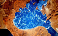 Cảnh tượng ngoạn mục của Trái Đất khi nhìn từ vũ trụ