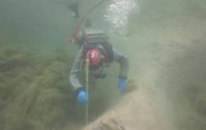 Thụy Sĩ: Nạo vét hồ, thợ lặn vô tình phát hiện bí mật 3.000 năm tuổi dưới lớp bùn dày