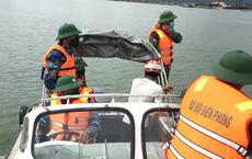 """3 ngư dân bất ngờ phát hiện """"kho báu"""" kim loại dưới đáy biển Quảng Bình"""