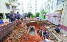 Đang khai quật thì mộ cổ bốc mùi lạ, chuyên gia vội can ngăn: Nếu cố chấp đào thêm có thể mất mạng!