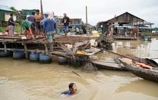 """Người Campuchia gốc Việt """"không biết phải đi đâu"""" sau lệnh di dời nhà nổi trên sông Tonle Sap"""