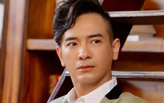"""Ca sĩ Việt Quang hồi phục sức khỏe nhưng vẫn """"mắc kẹt"""" tại bệnh viện"""