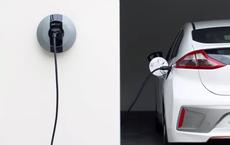VinFast bán trạm sạc ô tô điện tại nhà chỉ 5,5 triệu: Toyota - Honda - Tesla - Ford thì làm thế nào?