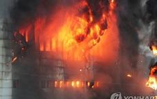 Hàn Quốc: Nín thở chờ phép màu cho lính cứu hỏa kẹt trong tòa nhà cháy