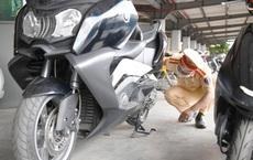 Phát hiện 2 xe mô tô trị giá gần nửa tỷ đồng trên tàu hoả, nhiều người gọi điện cho CSGT xin xỏ