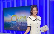 """MC đẹp nhất VTV khoe hậu trường sống ảo ở studio của nhà đài, 1 chiếc phụ kiện """"rẻ tiền"""" bất ngờ gây chú ý!"""