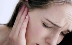 Nghỉ giãn cách ở nhà, cô gái trẻ suýt điếc tai vì thói quen nghe nhạc phổ biến ở giới trẻ