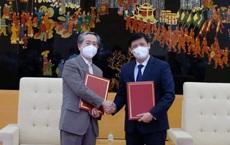 Việt Nam nhận 500.000 vắc xin COVID-19 do Trung Quốc sản xuất: 3 nhóm người được ưu tiên tiêm trước