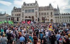Hàng vạn người phản đối dữ dội đại học Trung Quốc mọc giữa EU: Chúng ta sẽ không thành thuộc địa!