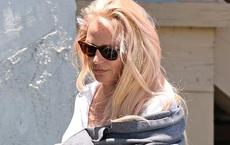 Britney Spears già nua thấy rõ, đầu tóc rối bời khi rời sở cảnh sát