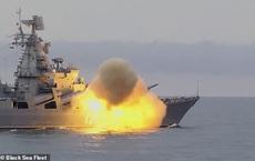 """""""Nếu không chuyển hướng, tôi sẽ bắn"""" - Nga cảnh cáo lạnh người, hành trình của tàu chiến Anh có nhiều bí ẩn"""