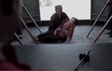 Thảm án 'nhuộm da' người chết: Lão nông bế thi thể con gái đi kêu oan, chuyên gia lần theo manh mối - Tất cả vì 1 quả dưa!