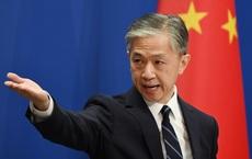 """Mỹ giáng đòn hiểm: Trung Quốc gay gắt nói Washington có biểu hiện """"hoang tưởng và ảo tưởng"""""""