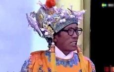 Ông chú mặc long bào đi kiểm định bị chuyên gia phản ứng dữ dội, chú phân trần: Bảo vật của tôi khiến mọi người phải quỳ gối!