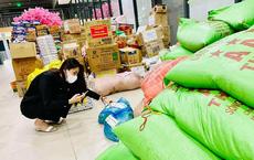 """Ca sĩ Thủy Tiên lại bị mắng """"nhận vơ"""" 1.000 tấn thực phẩm người Hà Tĩnh gửi tặng Sài Gòn vì dòng status ỡm ờ"""